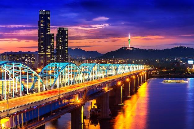 동작 대교와 서울 한강 서울 타워에서 시내 풍경보기, 한국 무료 사진