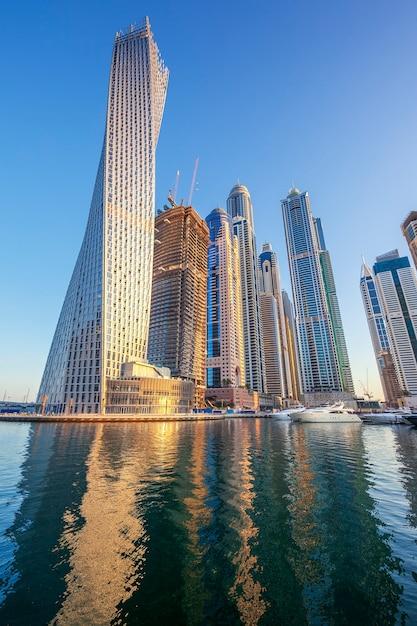 ドバイマリーナ、アラブ首長国連邦でのビュー Premium写真