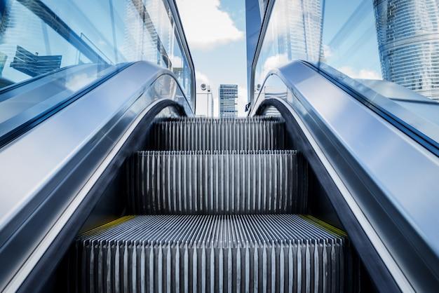 지하철 역에서 에스컬레이터의보기 무료 사진
