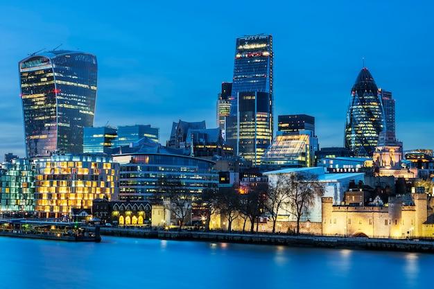 夜のロンドンのスカイラインの眺め 無料写真