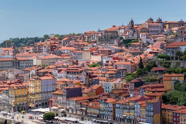 Вид старого города порту в португалии Premium Фотографии