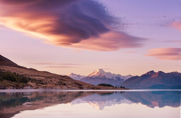 Вид на величественную гору аораки кук, новая зеландия Premium Фотографии