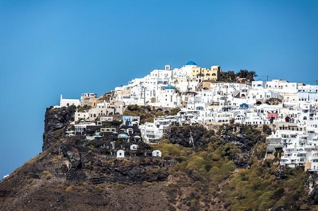 A view of oia on the greek island of santorini. Premium Photo