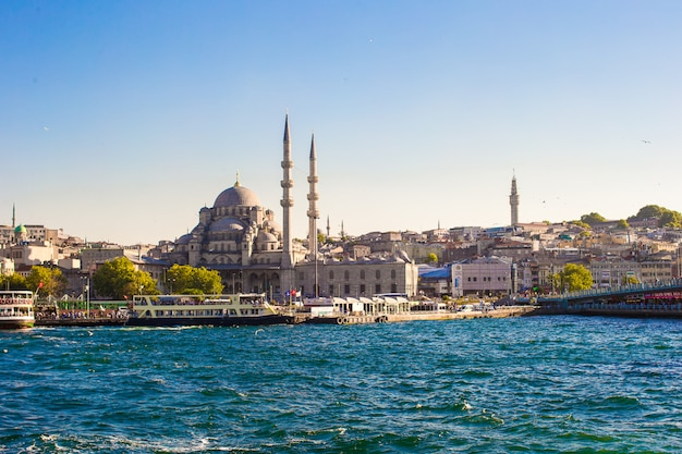 View of the old town and beautiful mosque in istanbul Premium Photo