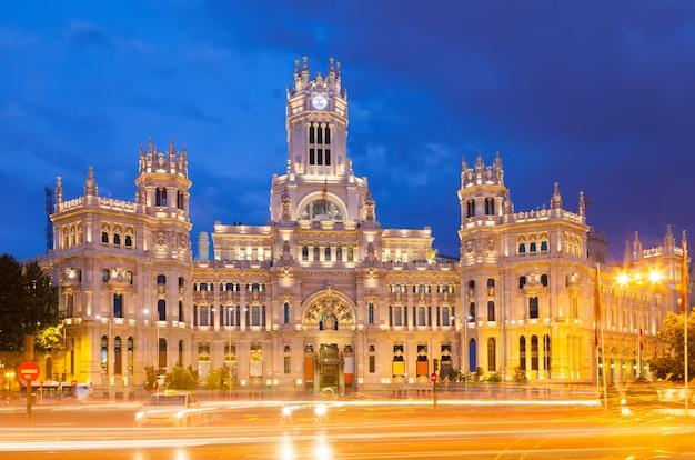 View of palacio de cibeles in  evening. madrid Free Photo