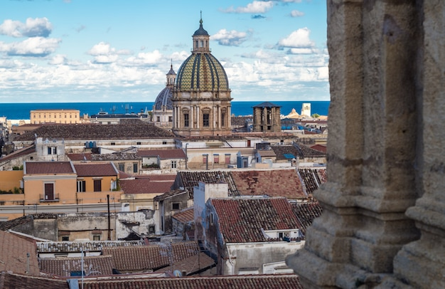 View of palermo with old houses and monuments Premium Photo