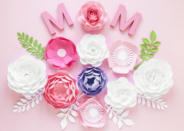 Sopra i fiori di carta vista per la festa della mamma Foto Gratuite