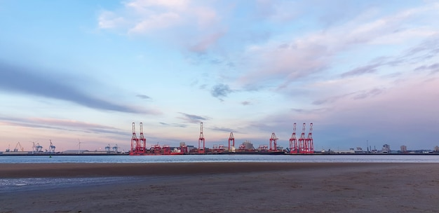 View of the sea port of liverpool at sunset, cranes for loading cargo on ships, united kingdom Free Photo