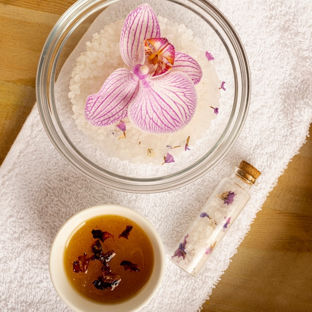 Above view spa concept with flower in a bowl Free Photo