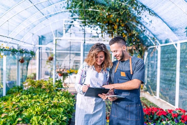View of a team of florist working together at the plants nursery Premium Photo
