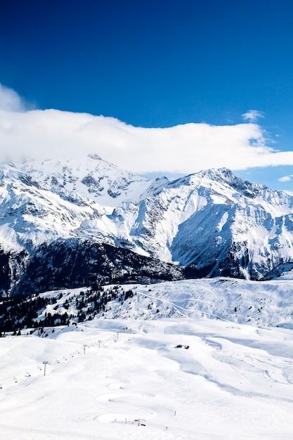 Vista del paesaggio montano invernale Foto Gratuite