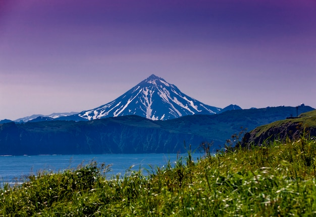The vilyuchinsky volcano in kamchatka stock photo Premium Photo
