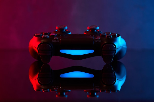Винница, украина - 03 апреля 2020 года. контроллер sony playstation 4 (ps4) dualshock 4, игровой джойстик или геймпад. студия выстрел Premium Фотографии