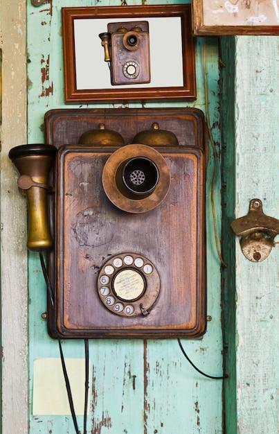 Vinntage телефон на стене Premium Фотографии