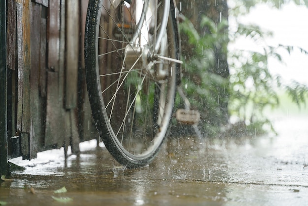 Vintage bicycle parking while raining Premium Photo
