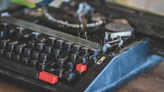 Vintage business typewriter Premium Photo