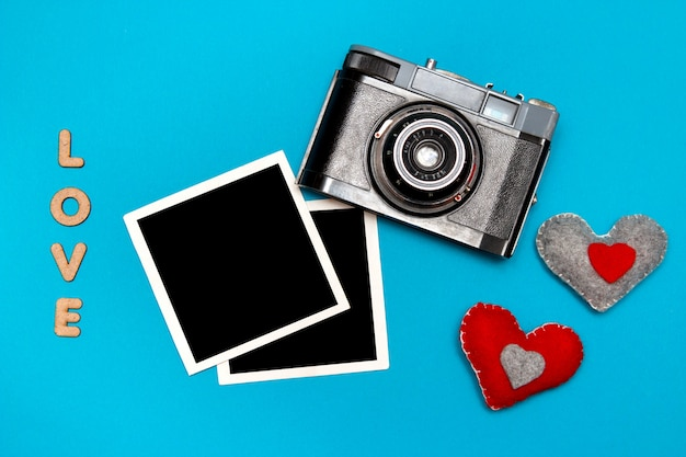 Vintage camera with two felt hearts and photo cards. Premium Photo