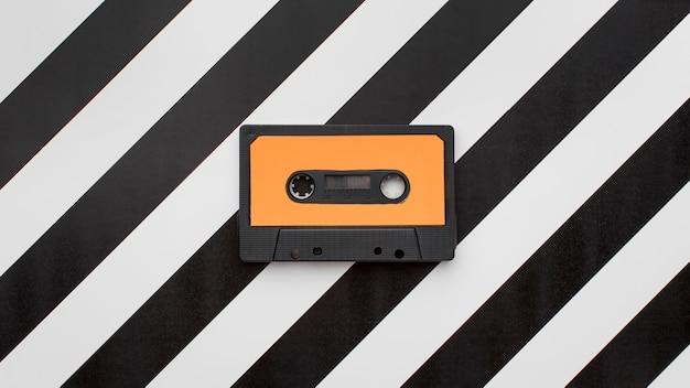 Винтаж кассеты на полосатом фоне Premium Фотографии