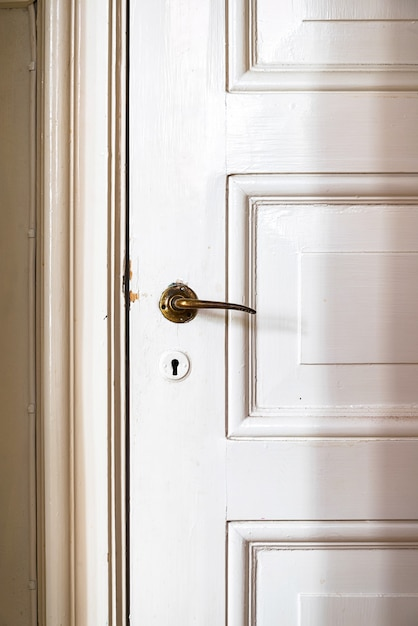アンティークドアハンドル付きヴィンテージドア 無料写真