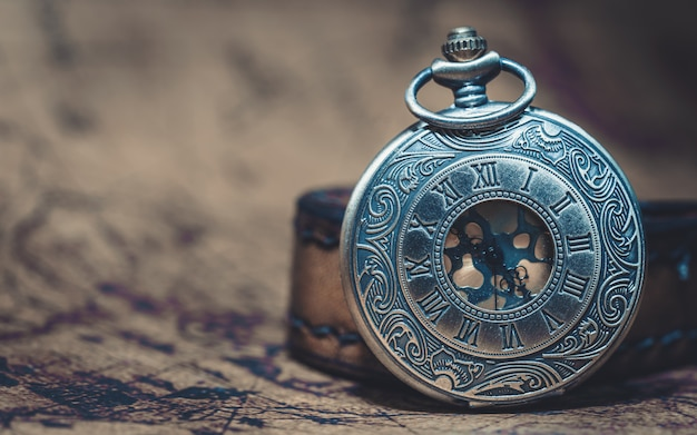 Vintage engraved metal watch necklace Premium Photo