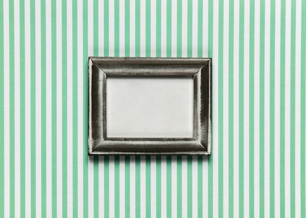 縞模様の背景を持つビンテージフレーム 無料写真