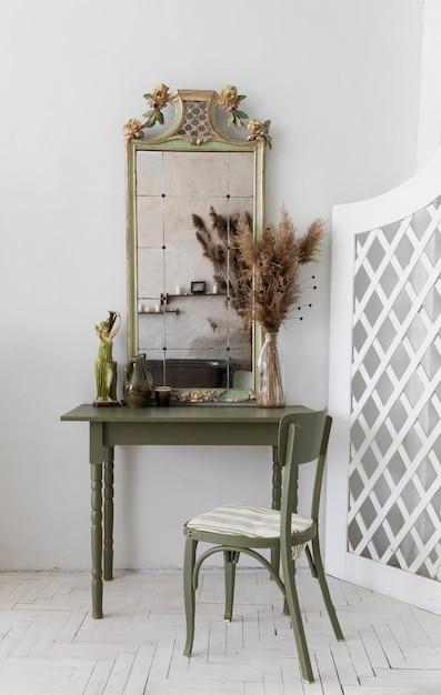 Винтажный зеленый туалетный столик Premium Фотографии