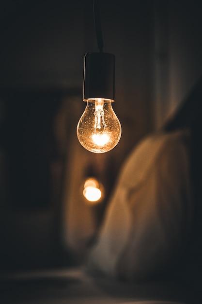Урожай ретро свет в комнате темной кровати Бесплатные Фотографии