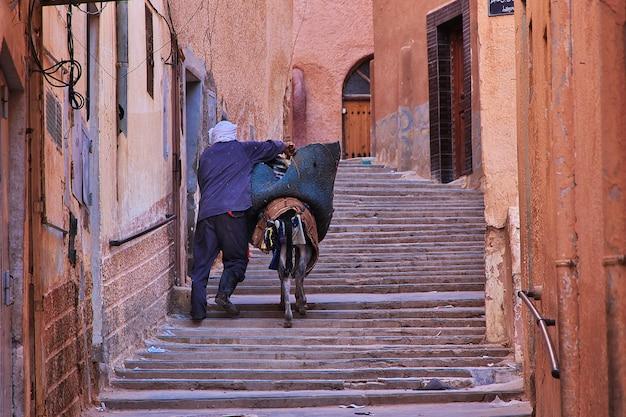 The vintage street in el atteuf city, sahara desert, algeria Premium Photo