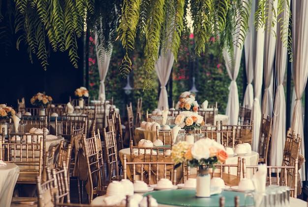 Vintage style dining table arrangement Premium Photo