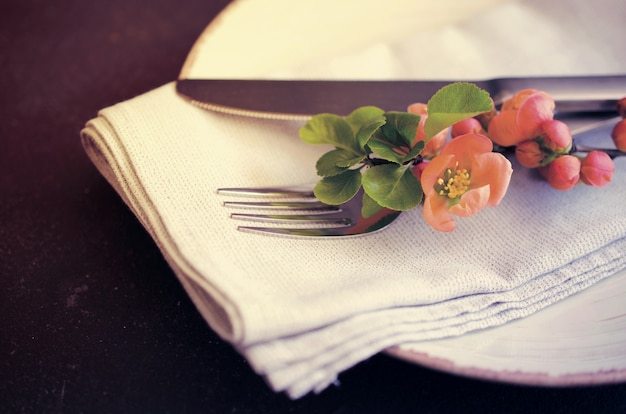 Vintage table setting with delicate flowers Premium Photo