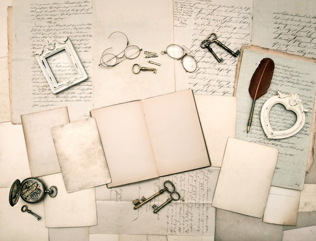 Vintage things, old letters and photo frames Premium Photo