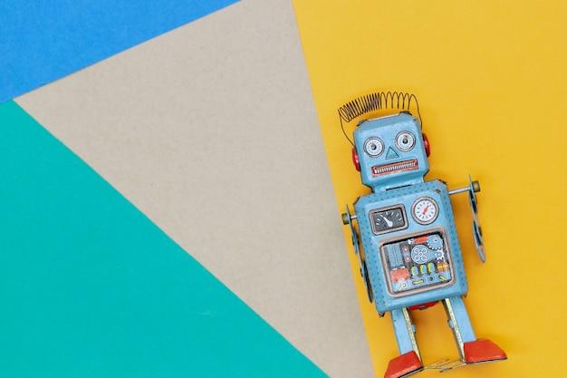 Vintage tin toy robot Premium Photo