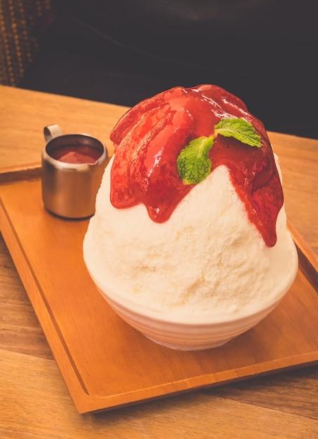 Vintage tone - ice strawberry bingsu, famous korean ice-cream. Free Photo