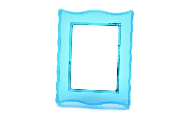孤立した白い背景の上のビンテージ透明なプラスチックターコイズ色のフォトフレーム。 Premium写真