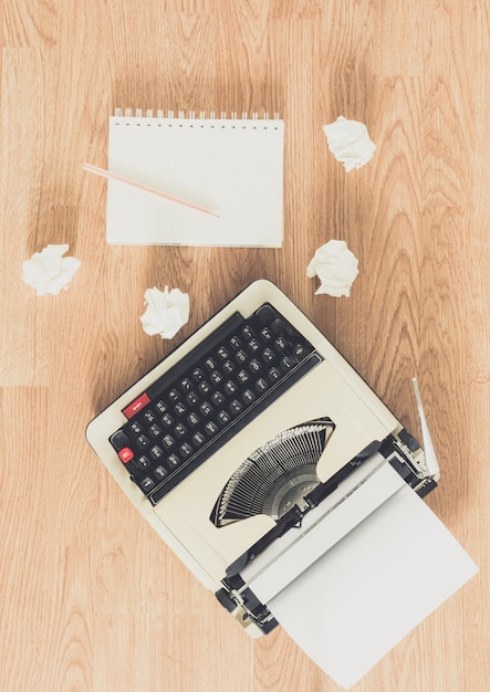 Vintage typewriter and a blank notebook of paper Premium Photo