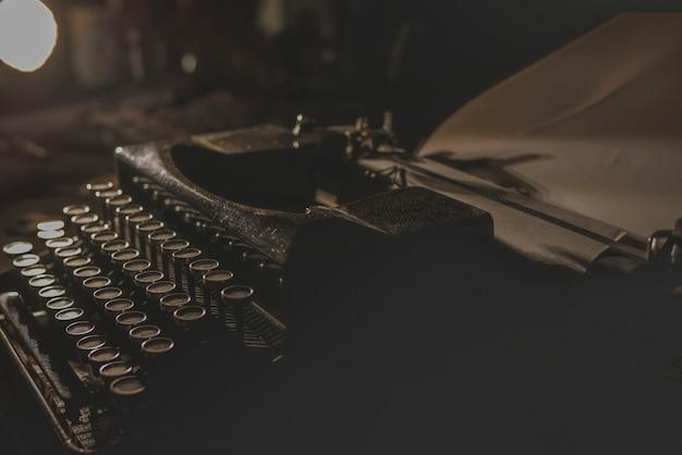Vintage typewriter Premium Photo