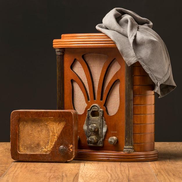 Старинные деревянные радиоприемники и ткань Бесплатные Фотографии
