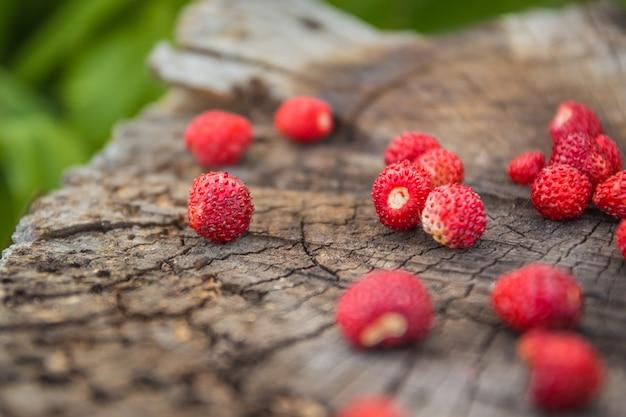 Vintage wooden surface with wild strawberries closeup Premium Photo