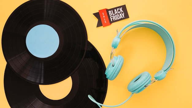 Vinyl and headphones decoration for black friday Free Photo