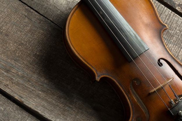 Violin on a wooden textured table Premium Photo