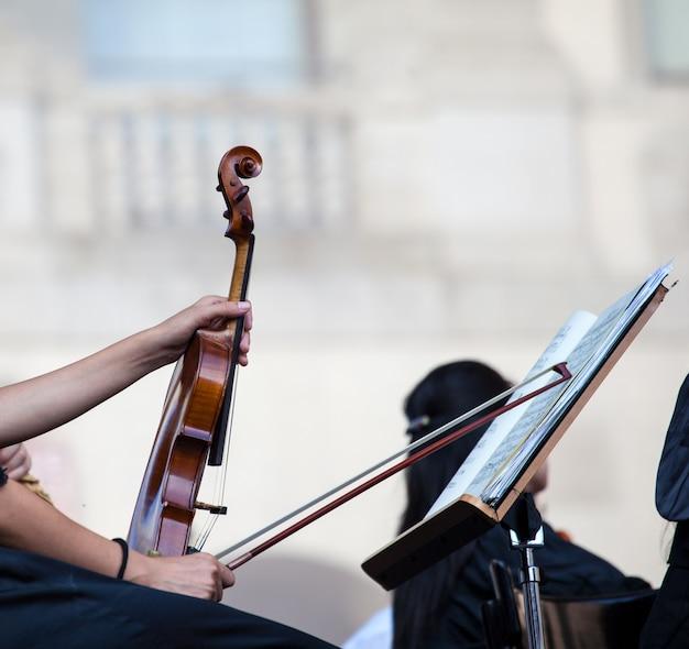 Violinist Premium Photo