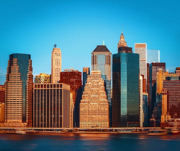 Vivid color image of manhattan skyline, new york city, usa Premium Photo