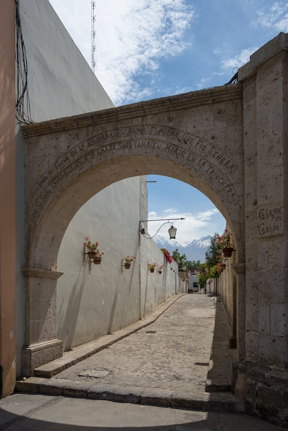 Volanic stone arch and alley in arequipa, peru Premium Photo
