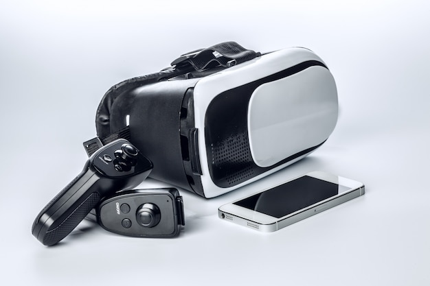 Vr glasses and smartphone isolated Premium Photo