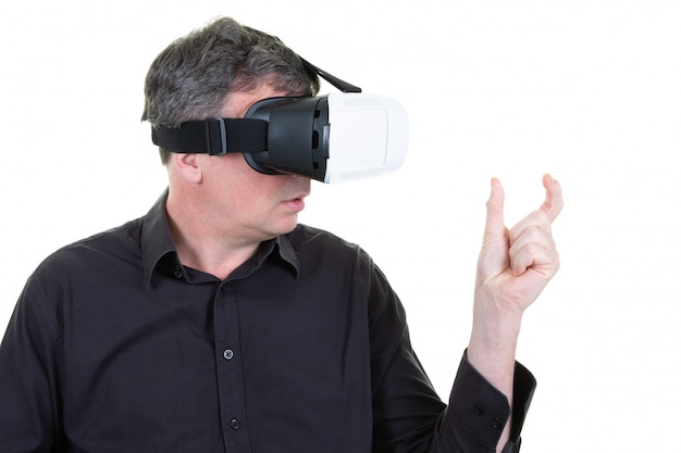 Vr man experiencing virtual reality Premium Photo