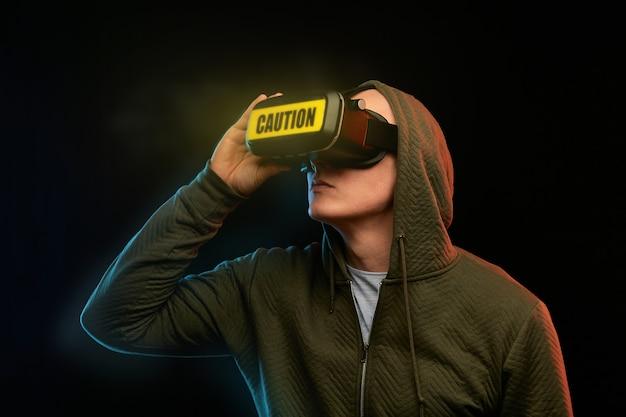 サイバー月曜日のコンセプト。 vrメガネの男 Premium写真