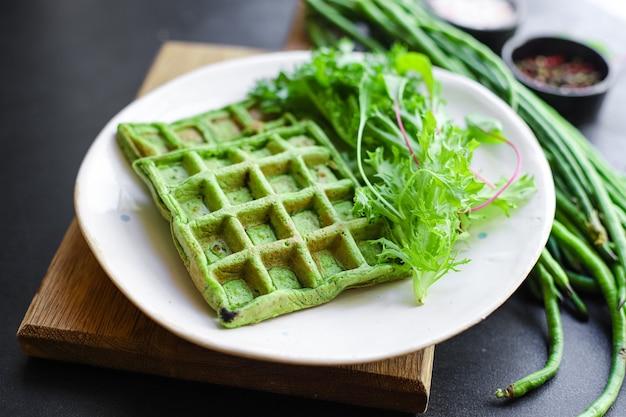 Вафли зеленый шпинат, стручковая фасоль, овощи Premium Фотографии