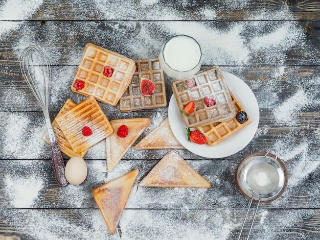 Cialde con frutti di bosco e toast Foto Gratuite