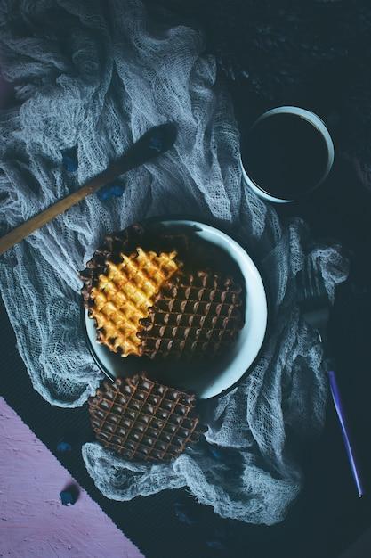 Вафли с шоколадной глазурью с кофе Premium Фотографии