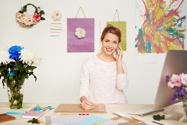 Waist-up portrait of pretty fashion designer Free Photo
